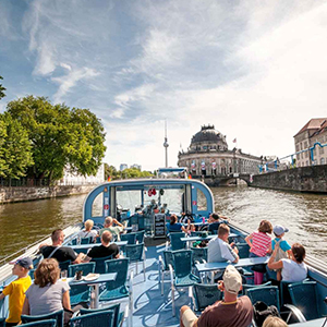 1-Hour City Tour by Boat with Guaranteed