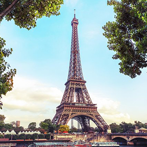 Dinner at the Eiffel Tower with Skip the Line Access and Seine River Cruise